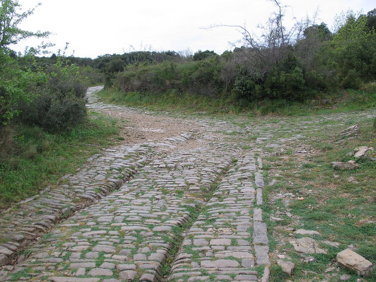 La Via Domitia nei pressi del sito di Ambrussum.