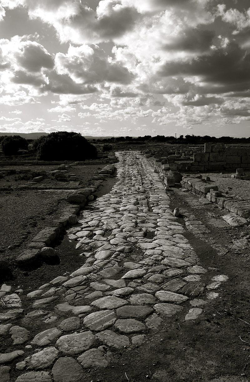 La via Traiana ad Egnazia, nei pressi di Fasano in Puglia.