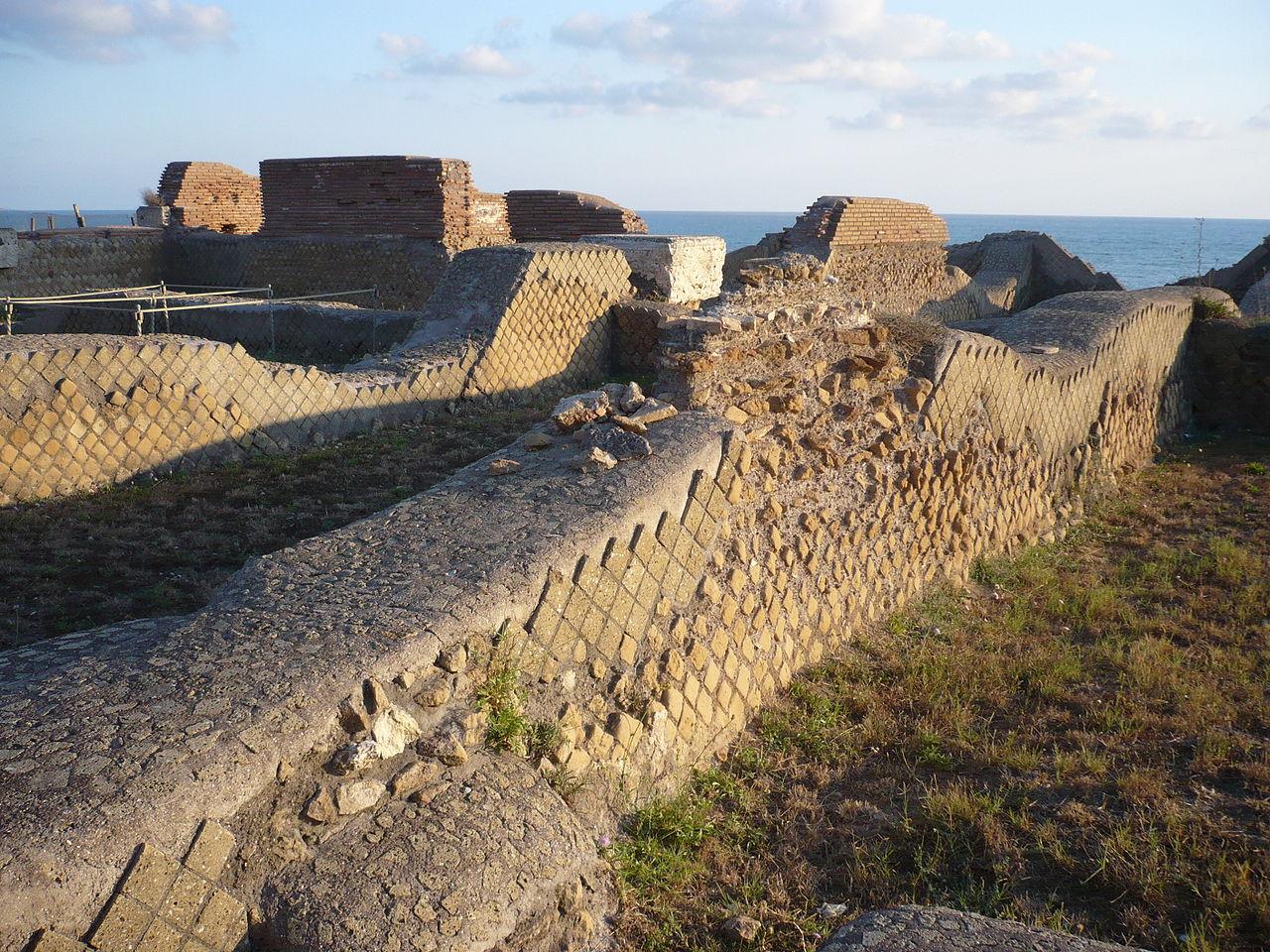 Caligola,  Anzio, resti della casa natale